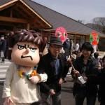 吉田くんの隣で吉田くんのアフレコを入れるFROGMAN。